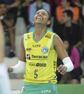 Natália Martins em quadra./ Foto: Arquivo Pessoal.