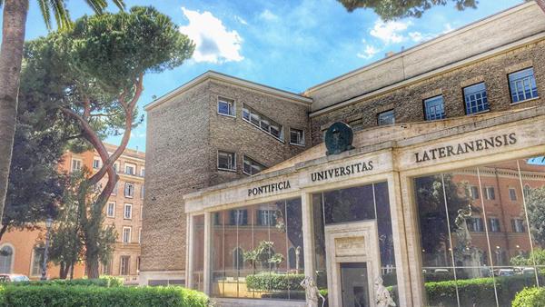 Vista parcial da Pontifícia Universidade Lateranense em Roma, renomada instituição de ensino / Foto: Facebook da universidade