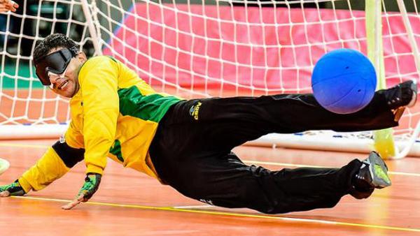Atleta paralímpico no goalball / Foto: Divulgação CPB