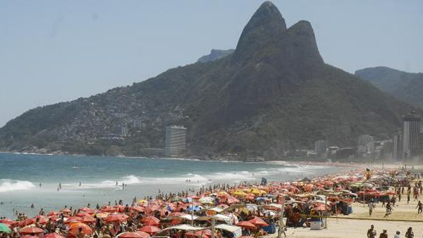 Calor leva milhares de pessoas às praias. Nasa diz que junho foi o mês mais quente dos últimos 136 anos./ Foto: Agência Brasil