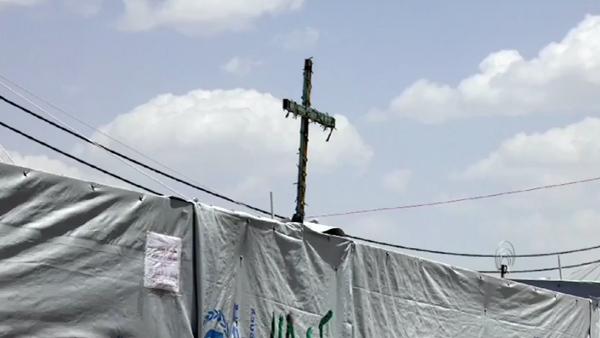 Cristãos tinham suas vidas normais - casa, emprego, carro - mas agora vivem refugiados, fugindo do Estado Islâmico / Foto: Reprodução AIS