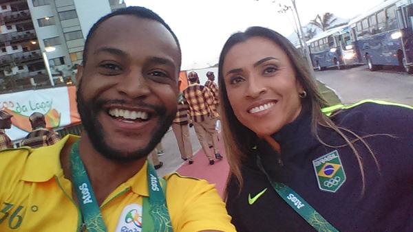 Dougllas e a jogadora de futebol Marta / Foto: Arquivo Pessoal