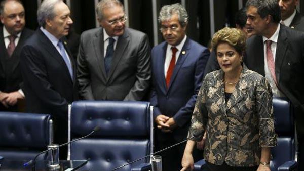 Dilma faz sua defesa diante dos senadores durante sessão de julgamento do impeachment / Foto: Marcelo Camargo-Agência Brasil