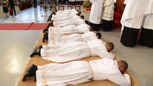 Ministros ordenados, padres e diáconos recebem o sacramento da Ordem / Foto: Arquivo CN