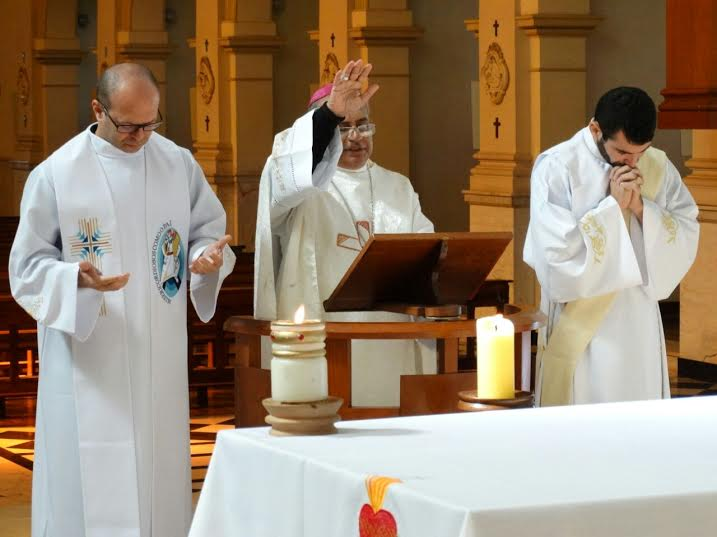 Da esquerda para a direita: padre Matheus, Dom Francisco Carlos e o diácono Luiz / Foto: Comire