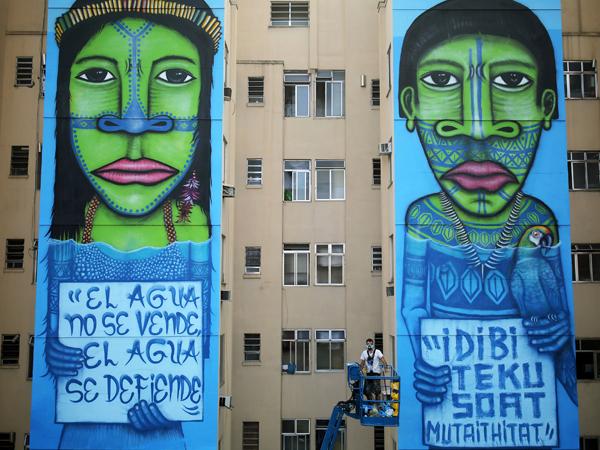 Murais retratam a luta dos indígenas contra construção de hidelétricas na Amazônia / Foto: Reuters