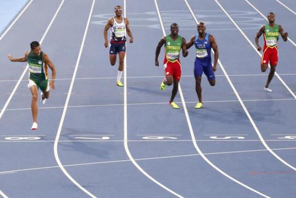 No atletismo, houve duas quebras de recorde: o sul-africano Wayde Van Niekerk fechou a final dos 400 metros rasos em 43,03 segundos e a etíope Almaz Ayana concluiu os 10 mil metros em 29 minutos e 17,45 segundos    / Foto: Reuters - David Gray