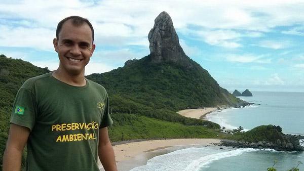 Marcelo Chaves durante gravação do programa em Fernando de Noronha / Foto: Facebook do programa