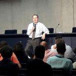 Greg Burke responde questões dos 40 jornalistas participantes / Foto: Rádio Vaticano