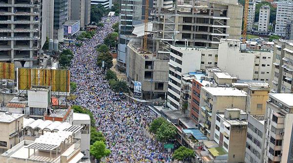 Protesto na Venezuela, contra o governo de Nicolás Maduro, reúne milhares na Venezuela / Foto: Twitter
