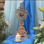 Devotos de Madre Teresa rezam diante das relíquias em Roma