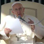 Na Catequese, Papa fala do dever de rezar pelo próximo