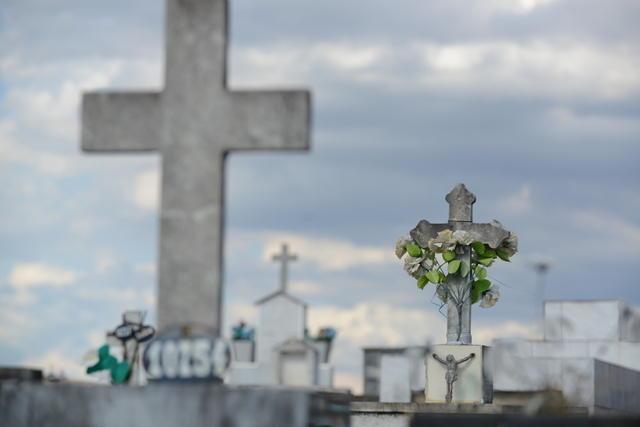 cemiterio restos mortais