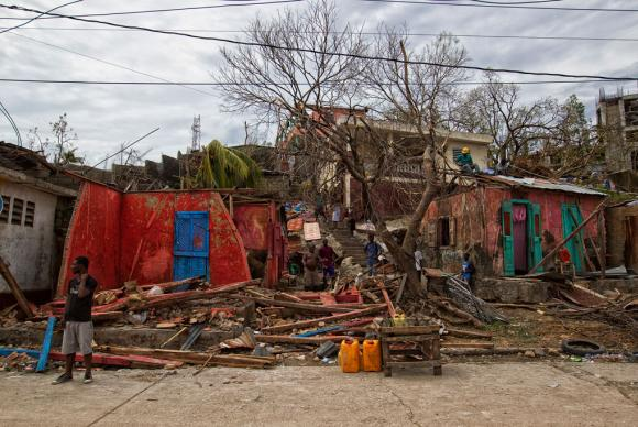 Área devastada no Haiti, após a passagem do furacão Matthew / Foto Logan Abassi - Minustah