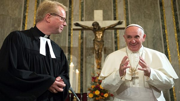 Papa Francisco durante visita à Igreja Evangélica Luterana de Roma./ Foto: L'Osservatore Romano.