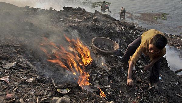 Cerca de 2 mil milhões de crianças vivem em áreas onde a poluição atmosférica excede os limites de qualidade mínima do ar definidas pela OMS / Foto: Unicef