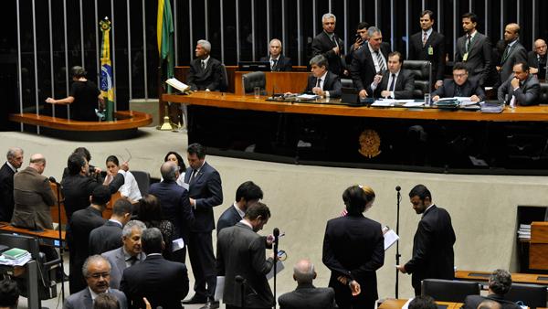 Deputados aprovaram projeto que, entre outras medidas, tipifica o caixa dois como crime eleitoral / Foto: Luis Macedo/Câmara dos Deputados