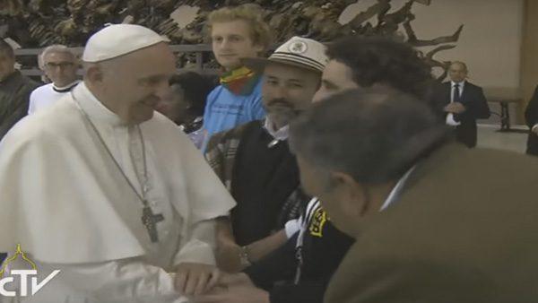 Papa Francisco se encontrou com membros dos Movimentos Populares./ Foto: Reprodução CTV
