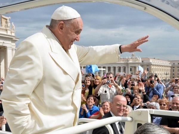 Papa saúda fiéis na tradicional catequese de quarta-feira / Foto: L'Osservatore Romano