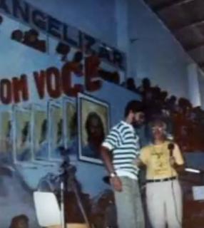 Padre Jonas pregando no Retiro de carnaval Rebanhão./ Foto: RCC Cruzeiro