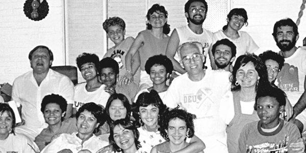 Padre Jonas e seus jovens, no início da Comunidade Canção Nova./ Foto: Arquivo Pessoal.
