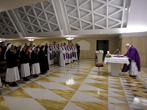 Francisco preside celebração eucarística na Casa Santa Marta / Foto: L'Osservatore Romano