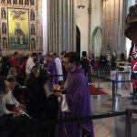 Momento da Comunhão em uma das Missas do funeral de Dom Arns