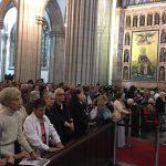 Fiéis participam da Missa no funeral de Dom Arns