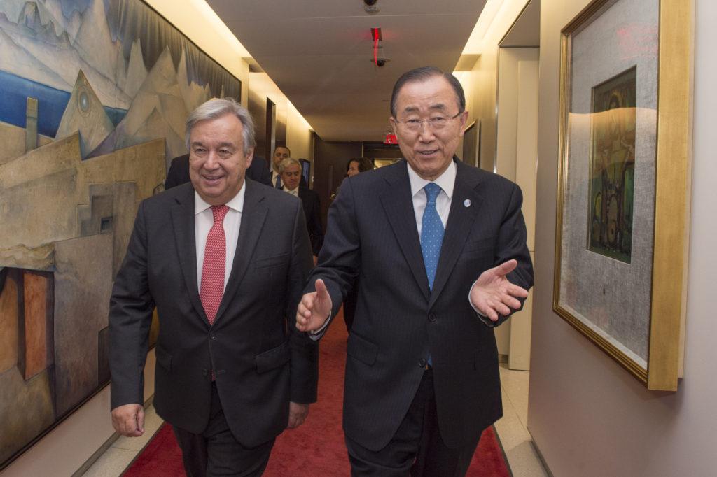 O atual secretário-geral da ONU, Ban Ki-moon, ao lado do chefe da ONU a partir de janeiro de 2017, António Guterres / Foto: ONU
