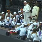 Rodeado de crianças, papa fala ao público infantil sobre esperança e sonhos / Foto: Reprodução CTV