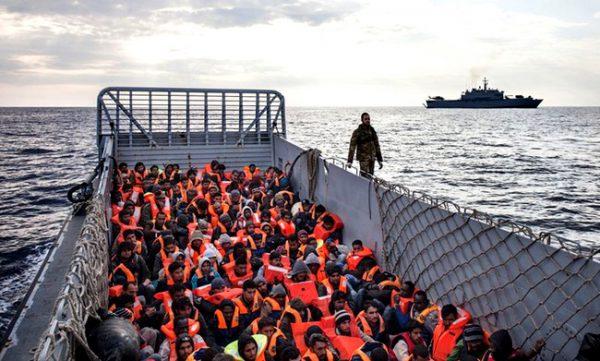 Migrantes em chegada ao porto./ Foto: Agência Ecclesia