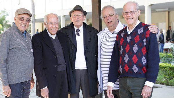 Monsenhor Jonas, ao lado de Padre Guedes (à esquerda), com outros salesianos em comemoração em Lavrinhas./ Foto: Canção Nova.