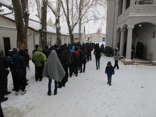 Refugiados sofrem com o frio intenso nos campos da Sérvia / Foto: Cáritas Sérvia