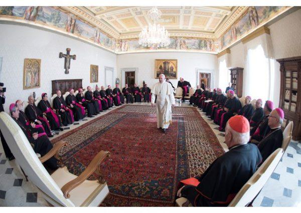 Papa reunido com os bispos chilenos./ Foto: Rádio Vaticano