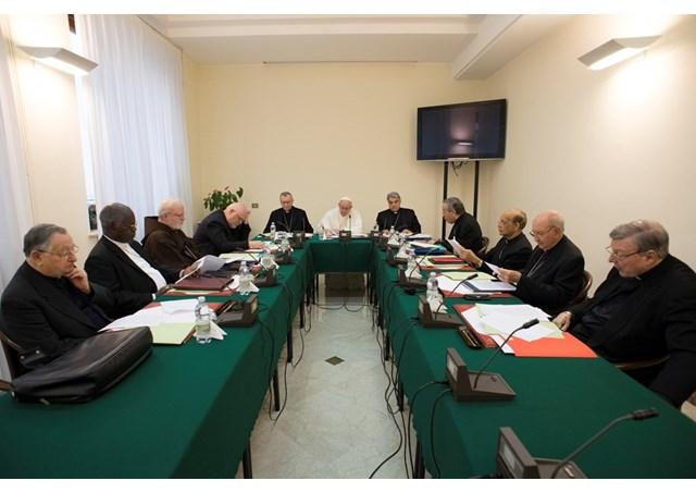 Papa Francisco reunido com os cardeais conselheiros / Foto: Rádio Vaticano