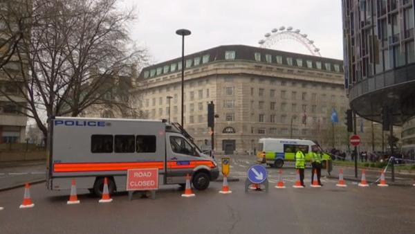 Na manhã após o atentado, área próxima ao atentado ainda bloqueada pela polícia / Foto: Reprodução Reuters