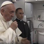 No voo de volta da Colômbia, Papa concede entrevista a jornalistas