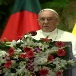 Papa se reúne com autoridades de Bangladesh em sua chegada ao país