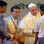 Em Bangladesh, grupo de refugiados rohingya se encontra com o Papa