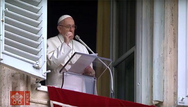 Neste primeiro Ângelus dominical deste ano, Francisco falou sobre a relevância do batismo na vida dos fiéis