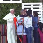 Papa Francisco é recebido pelos jovens no Santuário de Maipú em Santiago