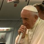 Em coletiva a jornalistas no voo, Papa ressalta a fé da América Latina