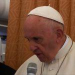 Quem constrói muros permanece prisioneiro deles, diz Papa em coletiva