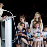 """""""Vós, famílias, sois a esperança da Igreja e do mundo"""", diz Papa"""