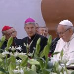 Papa se encontra com padres e religiosos na catedral de Kaunas