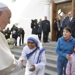 Fé missionária é testemunho de amor ao próximo, diz Papa