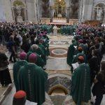 Participantes do Sínodo fazem peregrinação ao túmulo de São Pedro