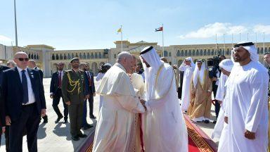 Após Missa em Abu Dhabi, Papa despede-se dos Emirados Árabes