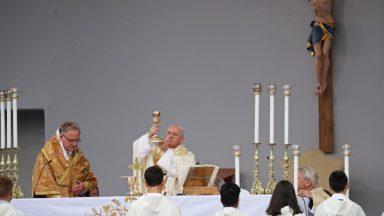 """Papa em homilia: """"Deus chama, Deus surpreende, Deus ama."""""""