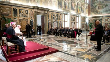 Papa: é tempo de solidariedade internacional, não de nacionalismos
